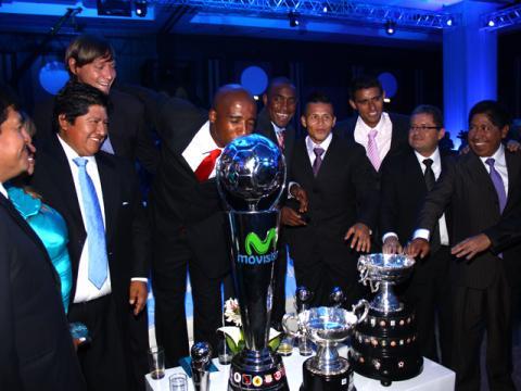 Juan Aurich de Chiclayo recibió oficialmente el trofeo de campeón de fútbol peruano 2011