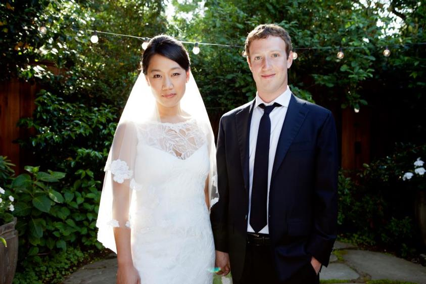 Mark Zuckerberg cambia estatus de Facebook a casado