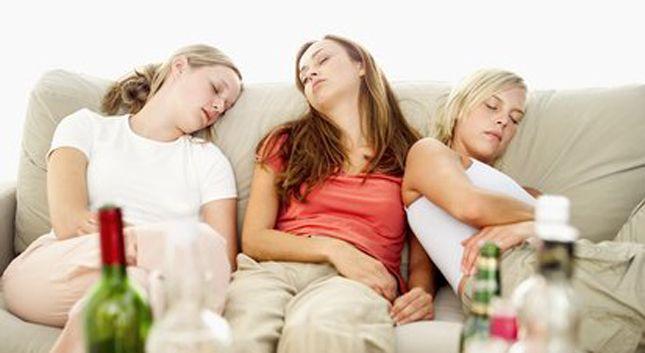 """Científicos descubren como """"evitar la resaca"""" tras una noche de copas"""
