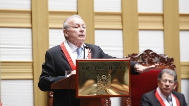 Ricardo Beaumont renunció al TC y cuestionó al Congreso