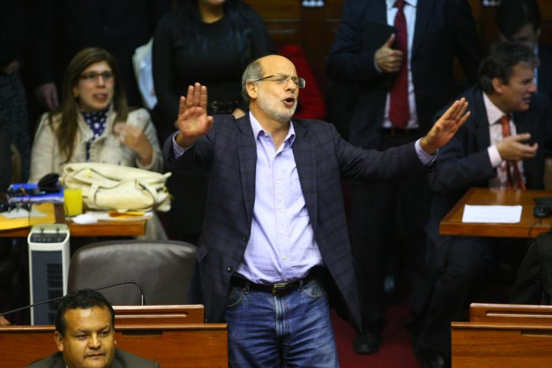 """Daniel Abugattás: """"Fujimori podría ir a un penal común o expulsarlo a Japón"""""""