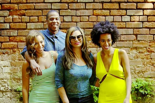 [FOTO] Jay Z y Solange, hermana de Beyoncé, se reconcilian tras agresiones