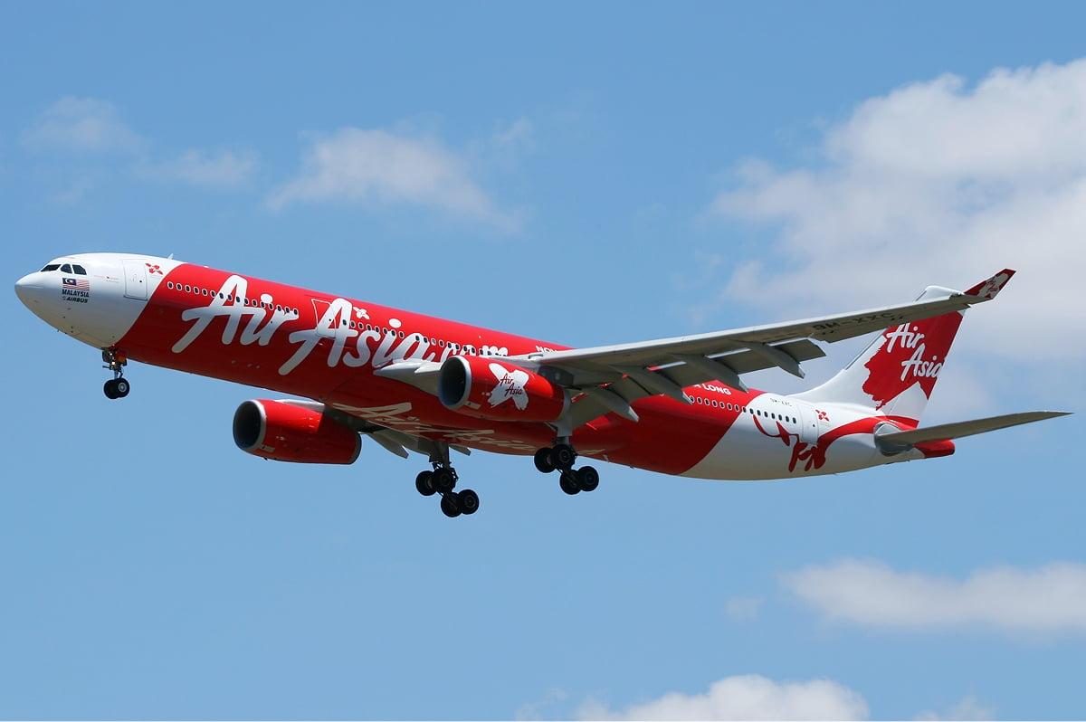 Desaparece avión de AirAsia con 162 personas en Indonesia