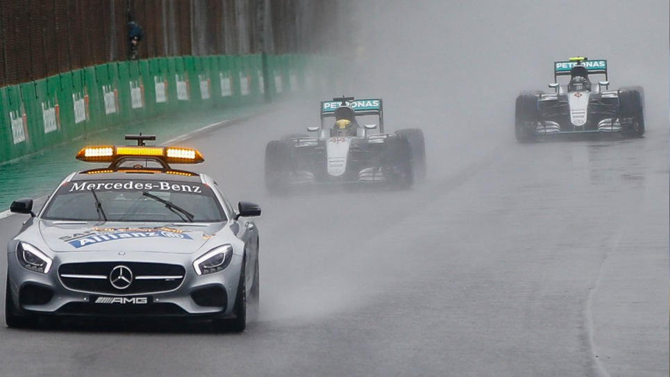Hamilton celebró en Brasil pero Rosberg mantiene la primera opción para campeonar en la F1