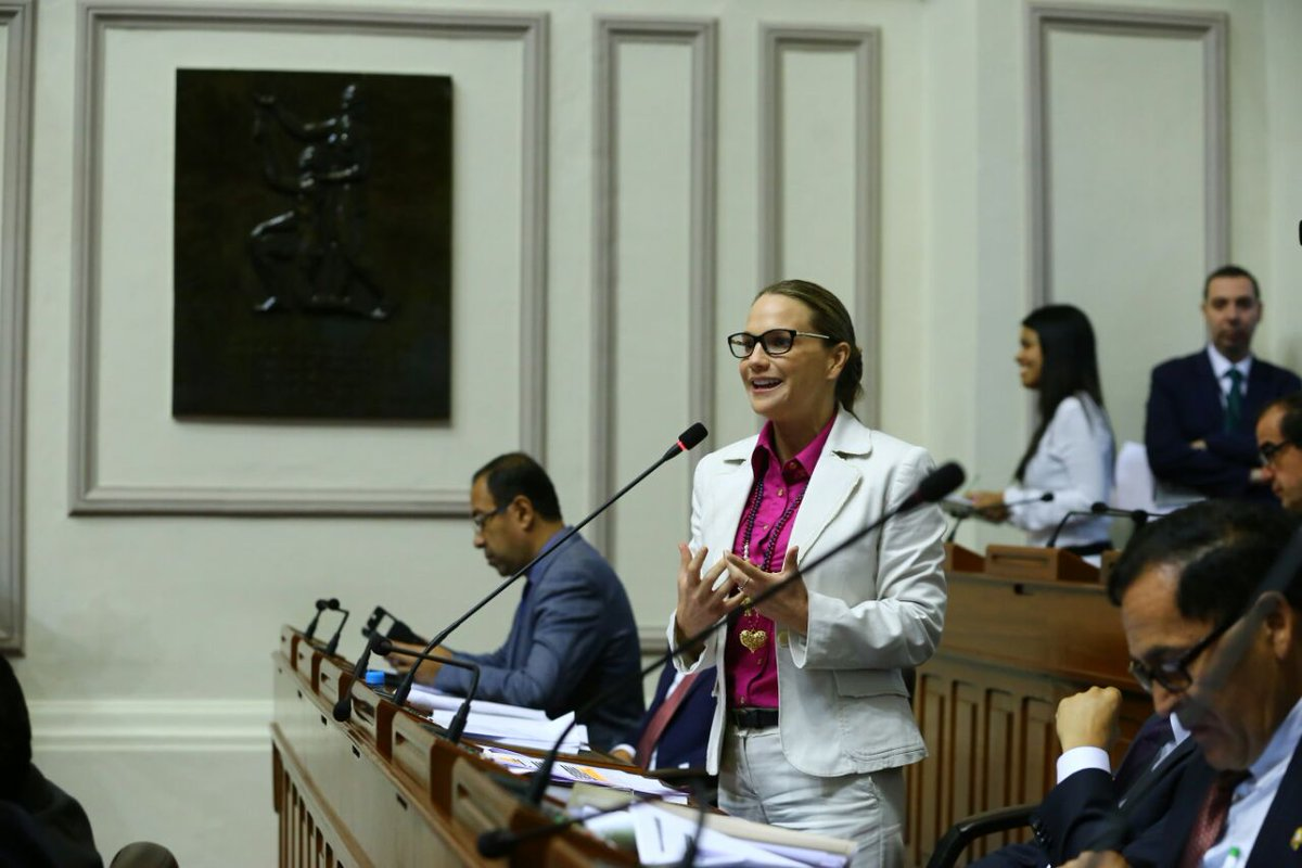 La Congresista Luciana León felicitó al Congreso por votar mayoritariamente a favor de equiparar las pensiones del personal de las Fuerzas Armadas y Policial.