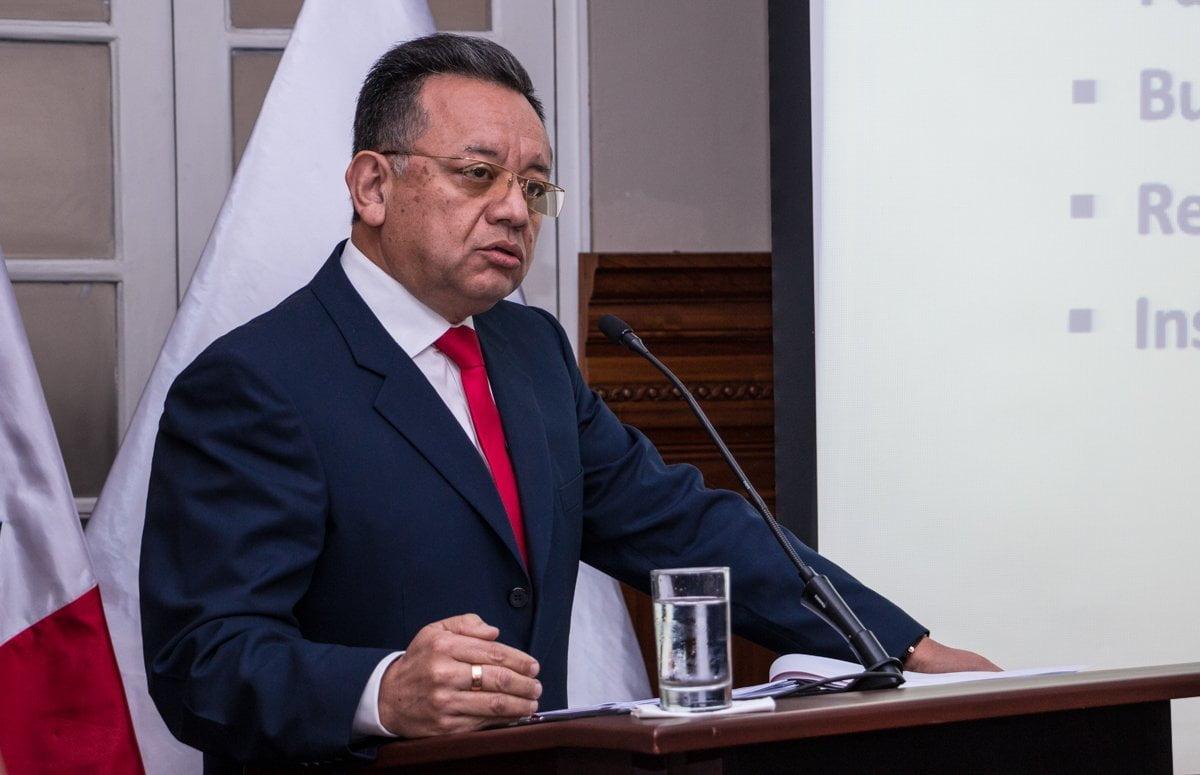 El Contralor Alarcón denunció presión del premier Zavala.