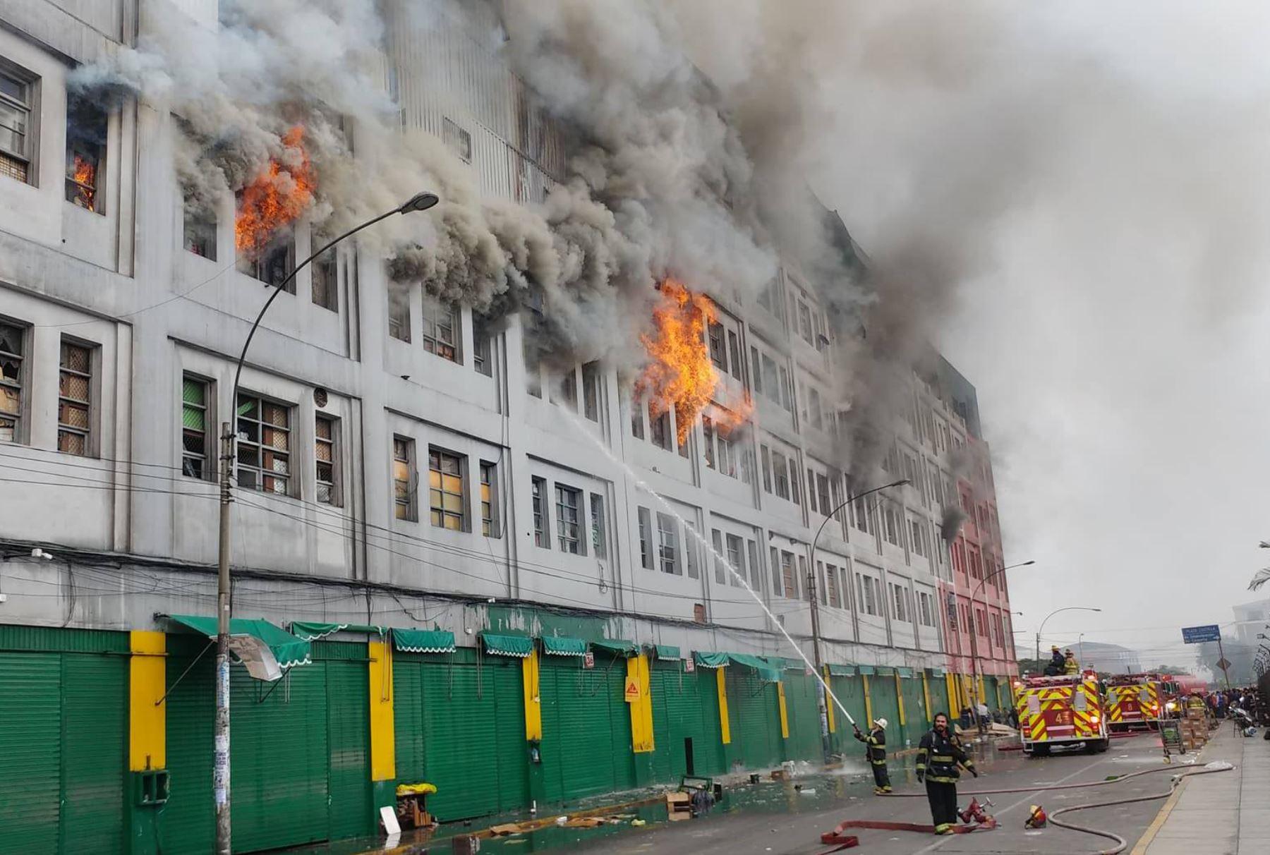 Incendio en Las Malvivas en Lima