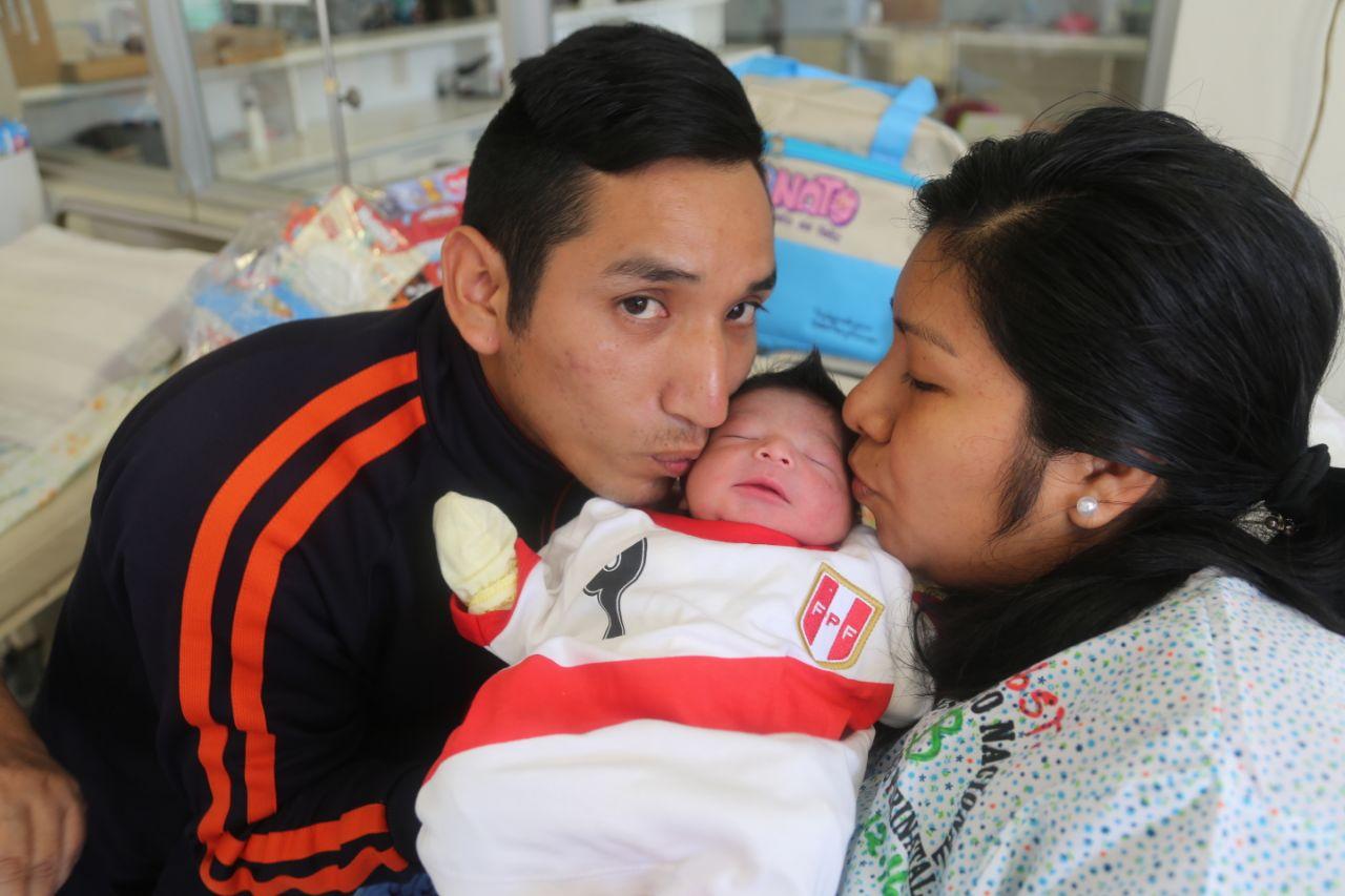 Ismael y José: los primeros bebés del Año Nuevo 2018 | VIDEO