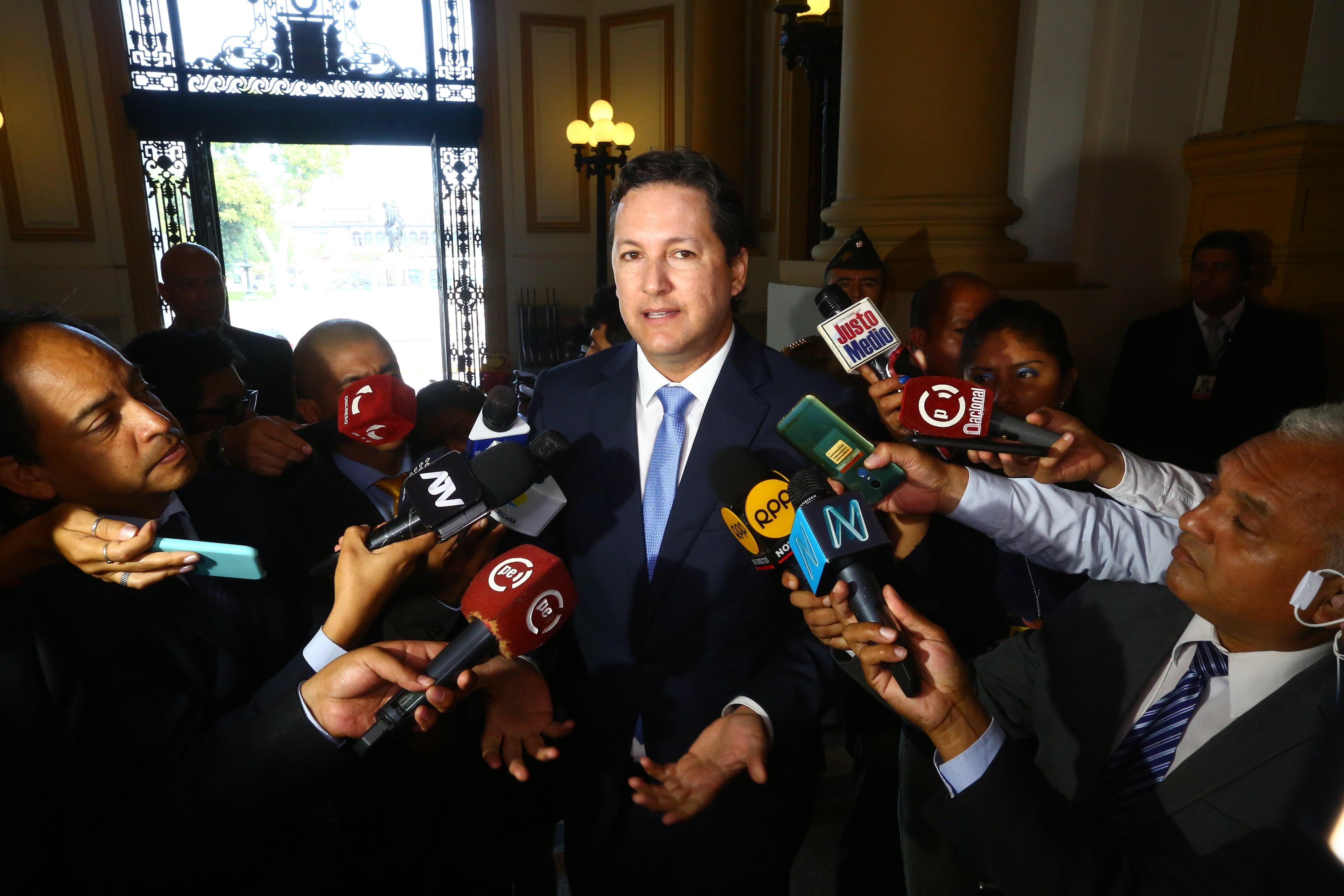 Daniel Salaverry niega maltrato contra Karina Beteta