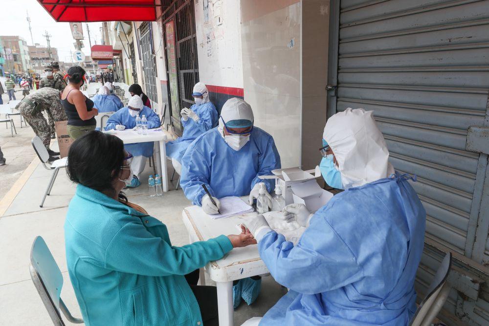 Supervisan toma de pruebas rápidas en mercado de Chiclayo