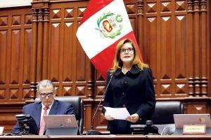 Fiscalía archiva denuncia contra Mercedes Aráoz por jurar como presidenta encargada del Perú